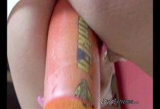 Buceta mais arrombada com cone grosso na buceta