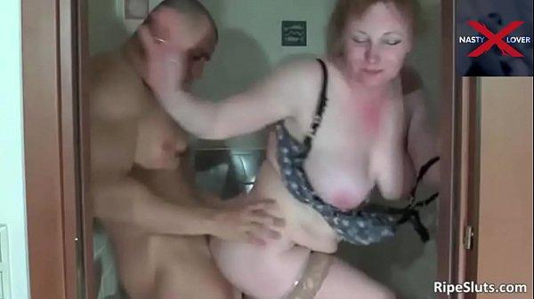 Sexo estranho com coroa fedida dando o cuzinho