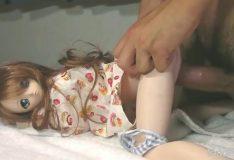 Porno bizarro do tarado fodendo bonecas reais gostosas