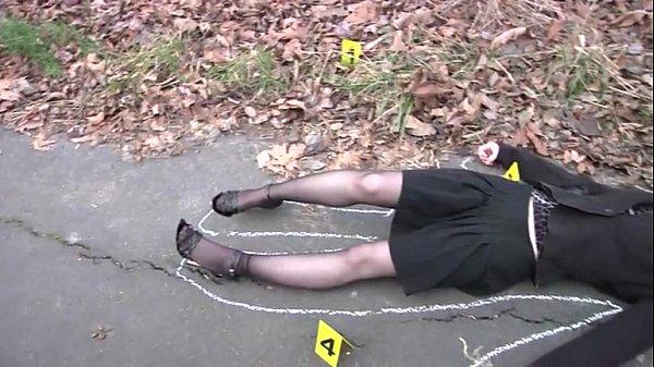 Sexo com mulher morta na rua